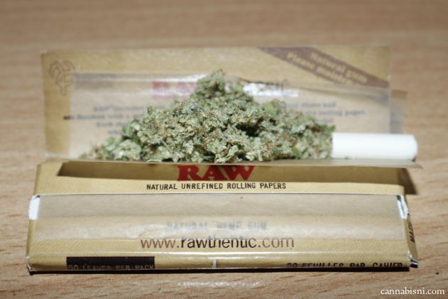 grass joint using raw papers